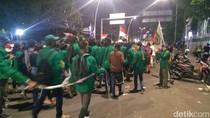 Pulang dari Tugu Proklamasi, Massa Mahasiswa Pakai Tali Hindari Penyusup