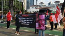 Puluhan Massa Demo di Balai Kota Tuding Anies Dalangi Demo Buruh-Mahasiswa