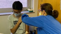 Bocah 12 Tahun Jadi Relawan Vaksin Corona Termuda