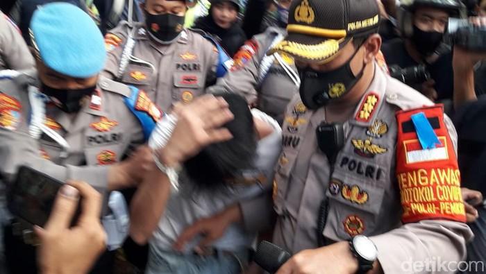Remaja diduga copet diamankan di kawasan Patung Kuda, Jakarta.