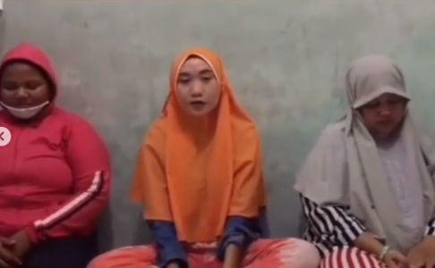 Jijik! Tiga Remaja Ini Makan Buah di Supermarket dan Kembalikan Bekas Gigitannya