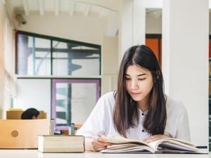 Sudah Tahu Belum? Sering Baca Buku Bisa Cegah Pikun & Kurangi Stres