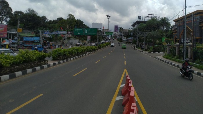 Situasi arus lalu lintas di dua ruas jalan Bogor-Puncak