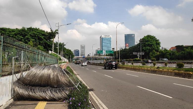 Suasana di Jalan Gatot Subroto, Jakarta Pusat jelang rencana demo mahasiswa, Rabu (28/10/2020).