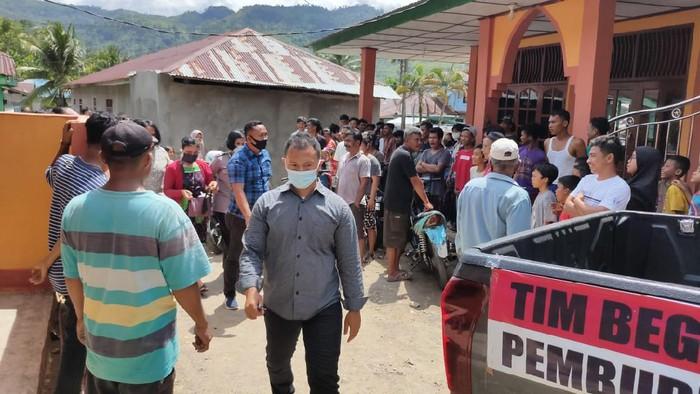 Suasana di sekitar rumah wanita yang dipergoki bareng pria lain di Tapteng (Abdi-detikcom)