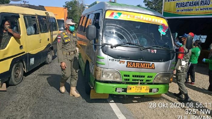 Suasana pengecekan di pos perbatasan Riau (dok. Istimewa)