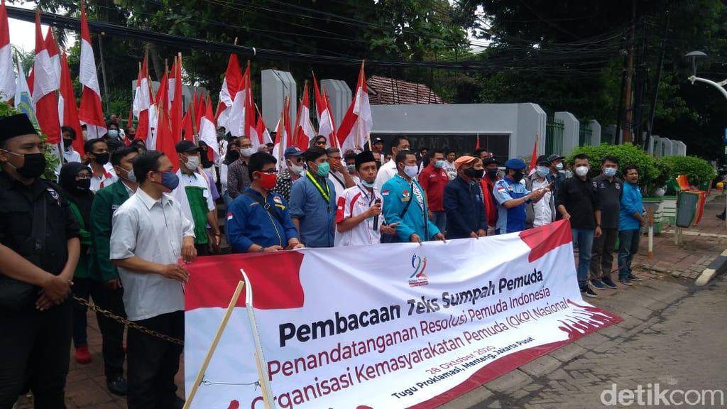 Sumpah Pemuda, Massa Bawa Bendera Merah Putih Kumpul di Tugu Proklamasi