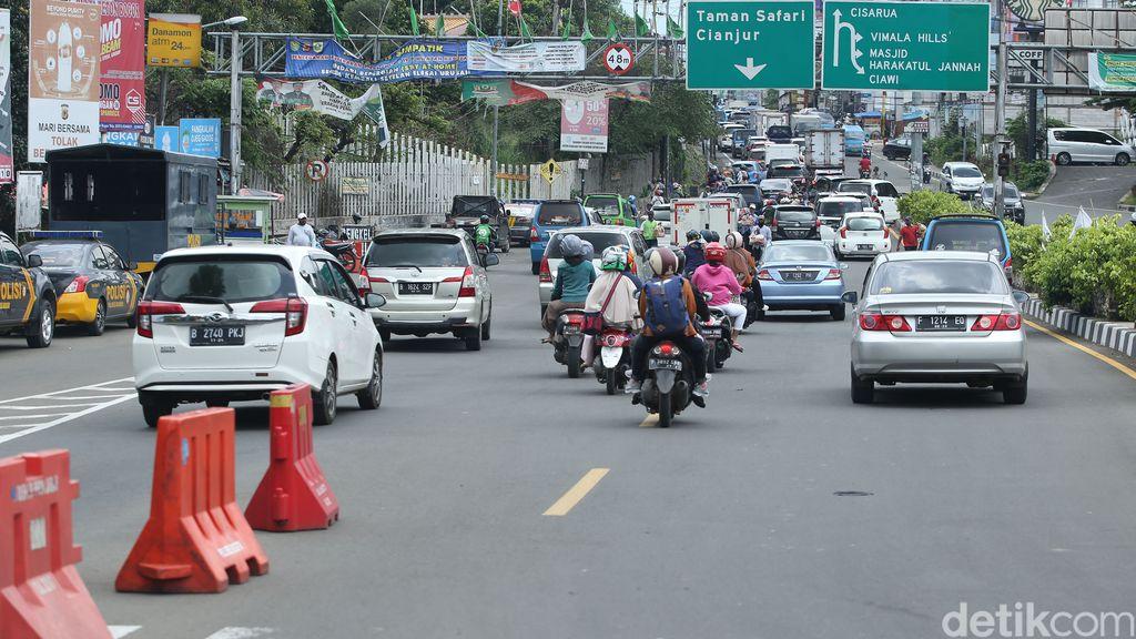 Suasana jalanan Jakarta-Bogor pagi hari ini, hari pertama cuti bersama, terasa ramai lancar. Tiada kemacetan di sepanjang Tol Dalam Kota-Jagorawi.