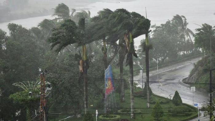 Topan Molave menghantam Vietnam, 2 orang tewas (AFP Photo)