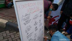 Usai Tandatangani Pigura Konsorsium Pemuda, Massa di Tugu Proklamasi Bubar