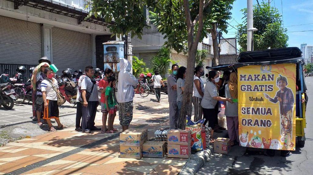 Usai Viral, Warga Surabaya yang Berbagi Makanan Gratis Kebanjiran Sumbangan