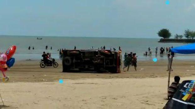 viral balapan truk di pantai