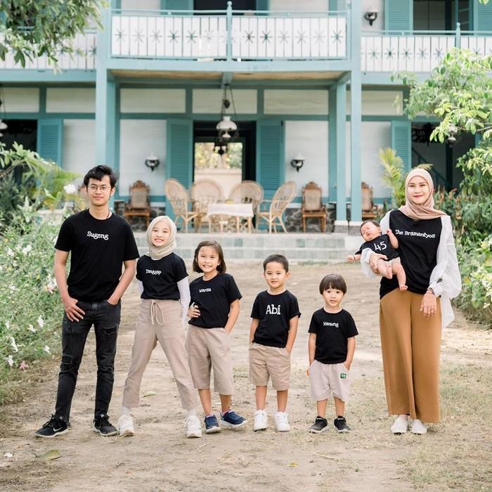 Zaskia Adya Mecca dan anak-anaknya