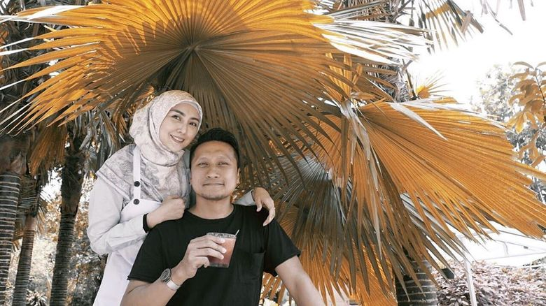 Romantisnya Arie Untung dan Fenita Arie Saat Makan Bareng