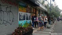 Suasana di Jalan Asia Afrika yang tembus ke Jalan Braga yang jadi favorit wisatawan (Wisma Putra/detikTravel)