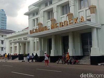 Potret Jalan Asia Afrika Bandung di Momen Maulid Nabi