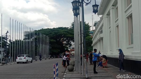 Sisi kiri Gedung Merdeka yang juga populer untuk spot foto wisatawan (Wisma Putra/detikTravel)