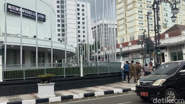 Suasana Jalan Asia Afrika hari Kamis ini (29/10) yang masih tampak lengang (Wisma Putra/detikTravel)