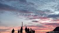 Nah, jika pengunjung bisa tepat di saat jam matahari terbit atau matahari terbenam, para pengunjung akan disuguhkan pemandangan yang sangat indah di sepanjang jalur tersebut (Robby Bernardi/detikTravel)