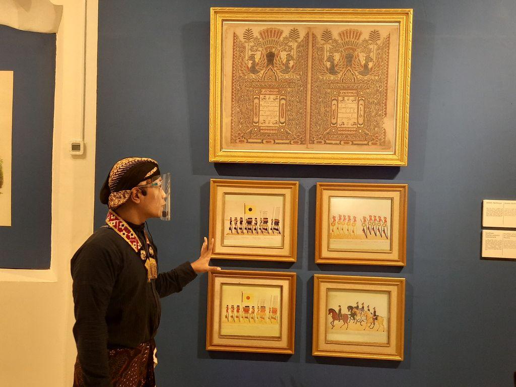 Koleksi yang dipamerkan oleh Keraton Ngayogyakarta Hadiningrat