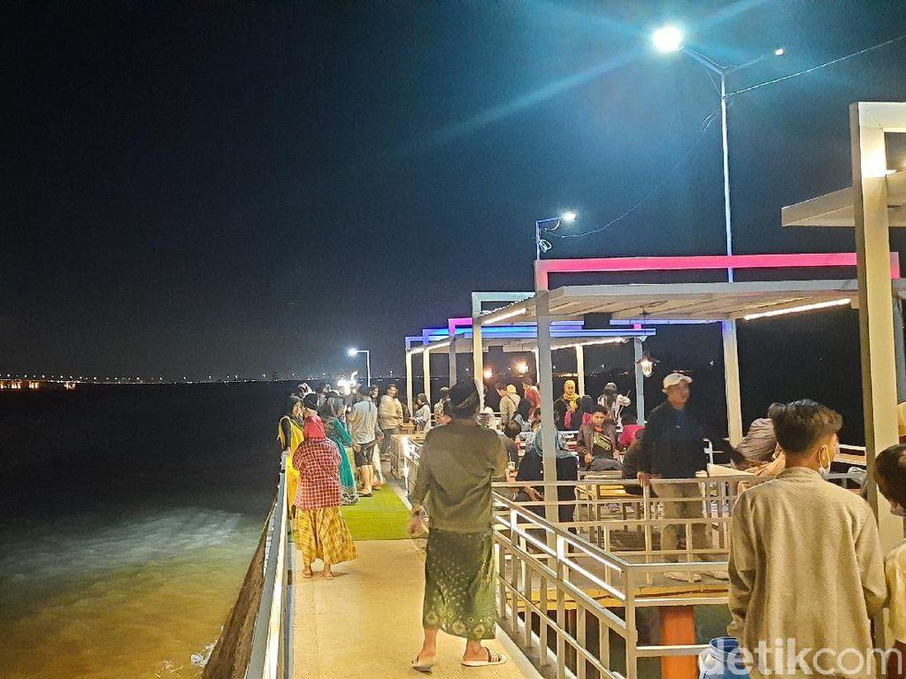 Wisata Kuliner Pantai Sukolilo Barat atau Kutai Sukbar di Madura (Esti Widiyana/detikTravel)
