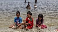 Meski masih berada dalam kondisi pandemi COVID-19, Pantai Ancol masih menjadi magnet bagi para wisatawan di Jakarta.