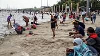 Libur Maulid Nabi, Pantai Ancol Ramai Wisatawan