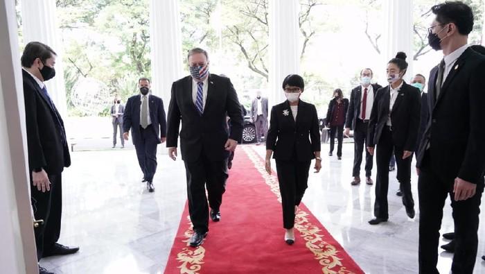 Menlu RI Retno Marsudi dengan Menlu AS, Mike Pompeo