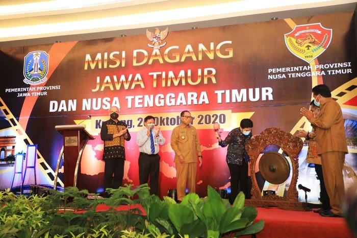 Misi Dagang antara Provinsi Jawa Timur dengan Provinsi Nusa Tenggara Timur berjalan sukses dengan total transaksi mencapai Rp 212,21 miliar.