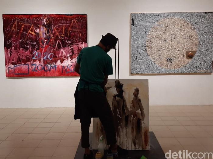 Karya perupa yang dipamerkan dalam acara pameran multi-dimensi 'Ataraxia' yang diselenggerakan oleh MayinArt di Jogja Gallery, Rabu (28/10/2020)