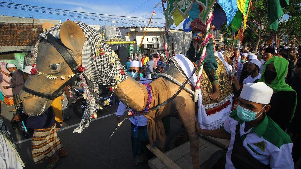 Melihat Keseruan Pawai Maulid Nabi di Surabaya