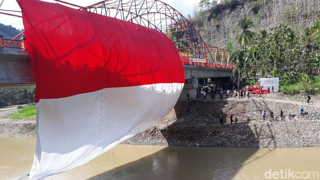 Peringati Sumpah Pemuda Ala Komunitas Federal-Mapala UPNdi Sungai Bantul