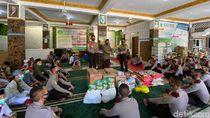 Peringati Sumpah Pemuda dan Maulid Nabi, Taruna Akpol Jatim Berbagi Sembako