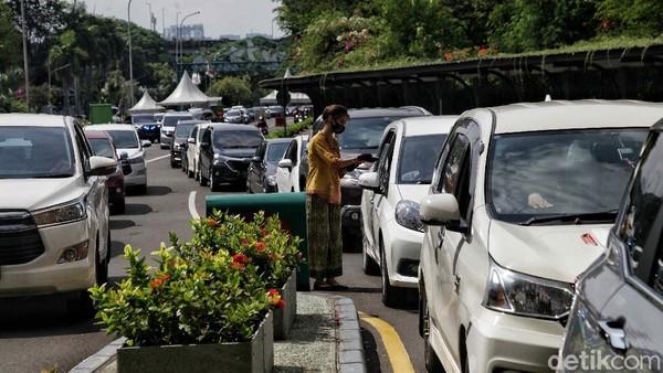 Taman Impian Jaya Ancol pun menerapkan protokol kesehatan ketat kepada pengunjungnya.