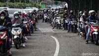 Potret Ratusan Kendaraan Antre di Taman Impian Jaya Ancol
