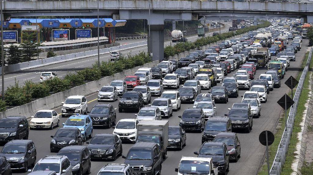 Ratusan Ribu Kendaraan Tinggalkan Jakarta Saat Libur Panjang