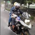 So Sweet.. Ridwan Kamil Ajak Istri Hujan-hujanan Naik Moge BMW