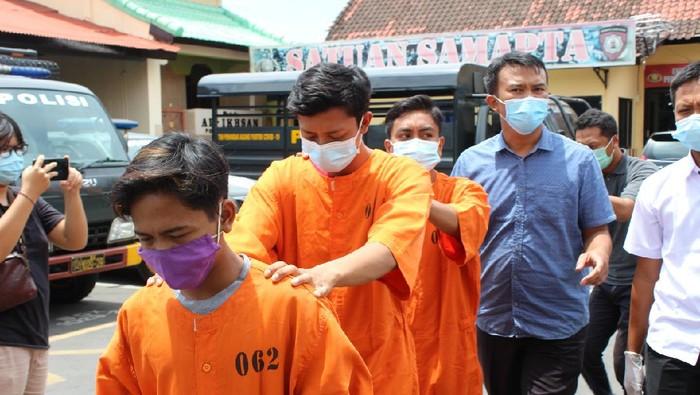 Tiga pelaku pemerkosaan bocah 12 tahun di Bali secara bergilir ditahan polisi.