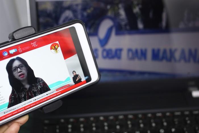 Plt. Deputi bidang pengawasan obat, narkotika, psikotropika, prekursor dan zat adiktif BPOM, Dra. Togi J Hutadjulu, Apt.,MHA memberikan keterangan dalam konferensi pers mengenai pengawalan BPOM dalam proses penyediaan vaksin Covid-19 di Jakarta, Rabu 28 Oktober 2020.