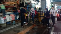 Wisatawan yang datang ke Cihampelas pulang dari obyek wisata yang ada di Kawasan Lembang dan akan kembali ke Jakarta via Tol Pasteur.
