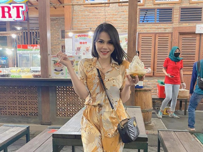 DJ Katty Butterfly Asik Liwetan hingga Mukbang Pare bareng Kekasih