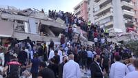 Saksi Mata Ungkap Detik-detik Bangunan Hancur Saat Gempa M 7 di Turki