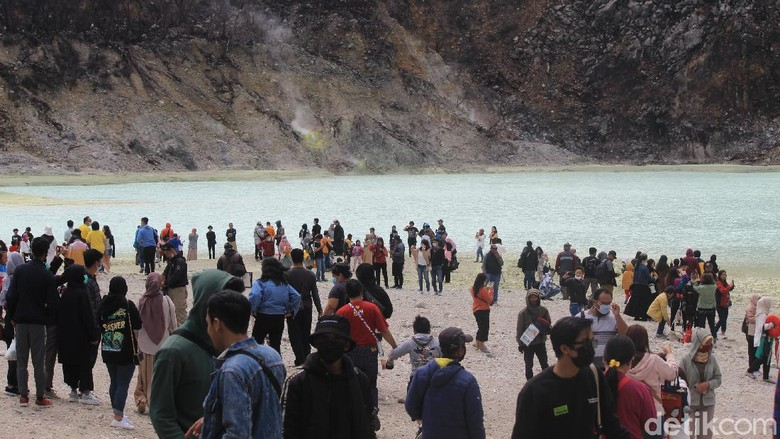 Memasuki hari libur panjang ketiga di pekan ini, sejumlah wisata di Bandung Selatan mulai banyak disambangi oleh wisatawan.