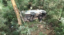 Minibus Wisatawan Tabrak Pohon Lalu Terjun ke Jurang Sarangan, 1 Tewas