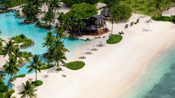 Laucala Private Island Resort telah bermitra dengan Fiji Airways. Maskapai penerbangan nasional negara itu berencana membuat perjalanan khusus, turis yang menginap bebas karantina.