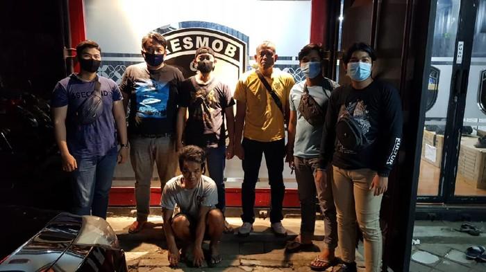 Maling 15 emas batangan di Makassar ditangkap (dok. Istimewa).