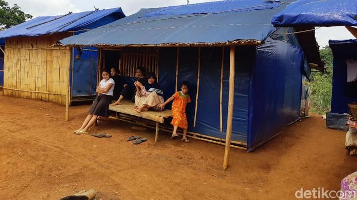 Pengungsi banjir bandang Serang Banten ngeluh sudah setahun tinggal di tenda