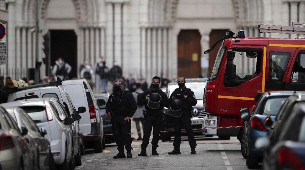 Prancis Deportasi 66 Migran yang Dicurigai Radikal