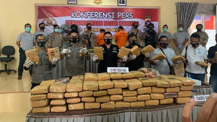 Polda Sumbar mengungkap kasus sabu dan narkoba 135 kg (dok Polda Sumbar)