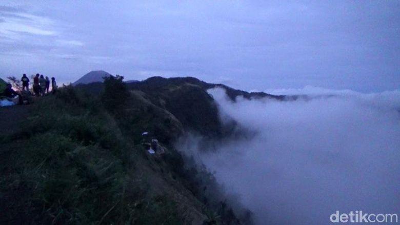 Puncak B29 merupakan salah satu destinasi wisata di Lumajang. Disebut B29 karena letak puncak tersebut berada di ketinggian 2.900 mdpl.